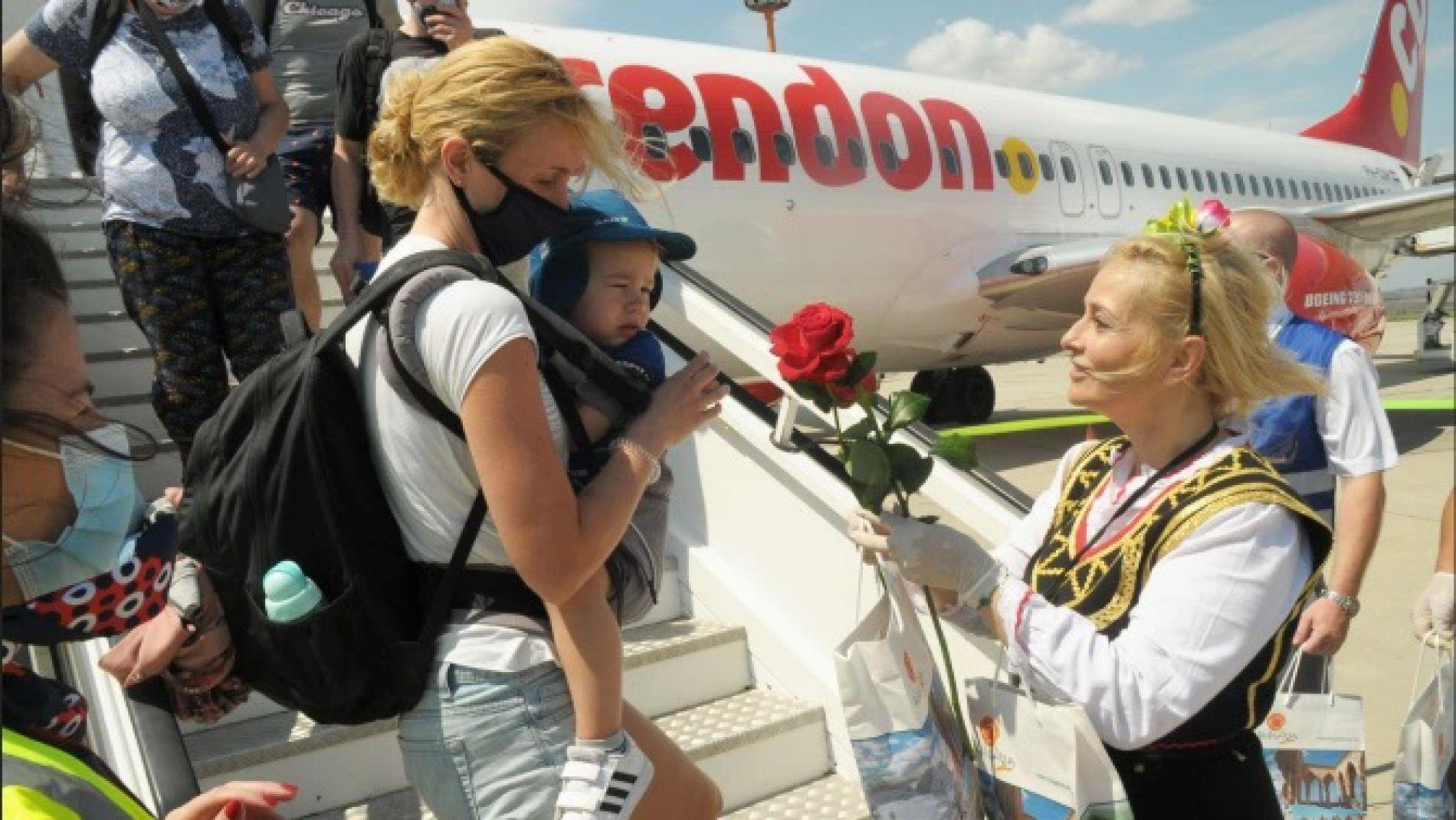 180 туристи пристигнаха на Летище-Бургас с първия чартърен полет от Украйна