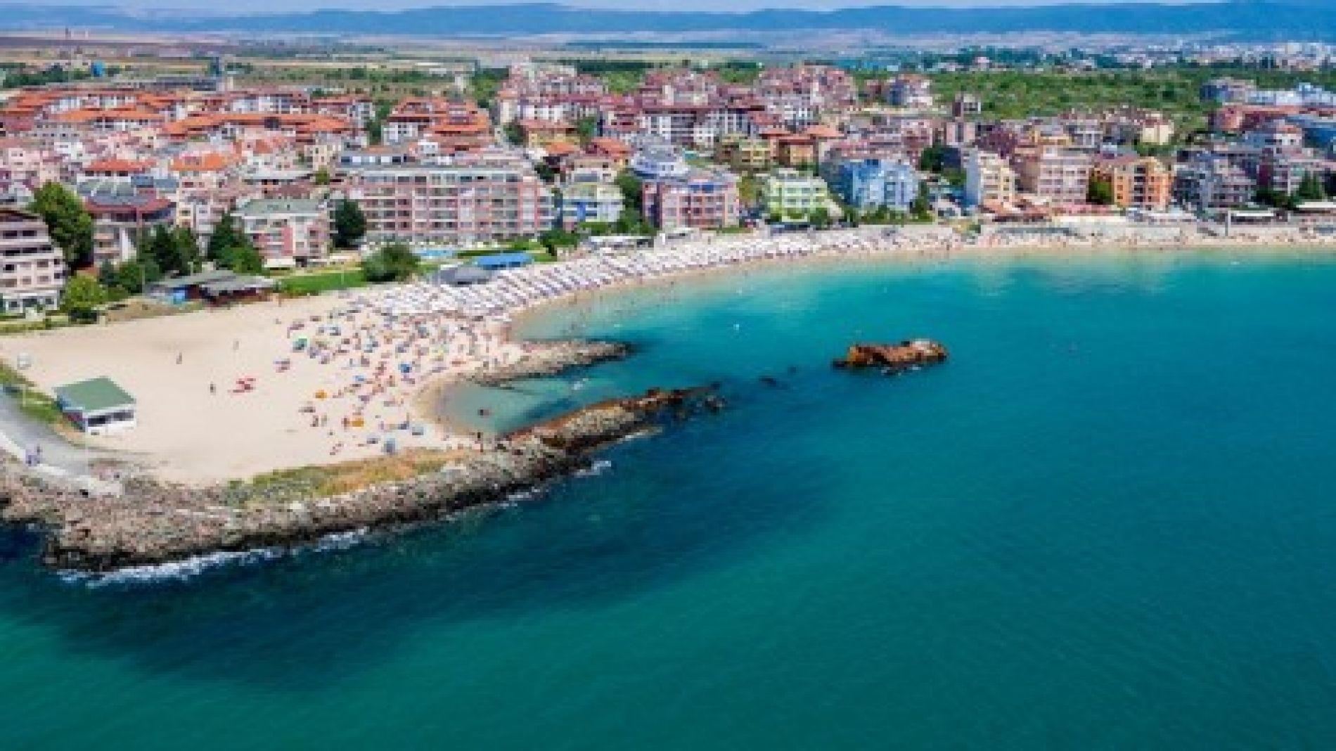 Множество затворени обекти по Черноморието, руснаци масово продават жилищата си