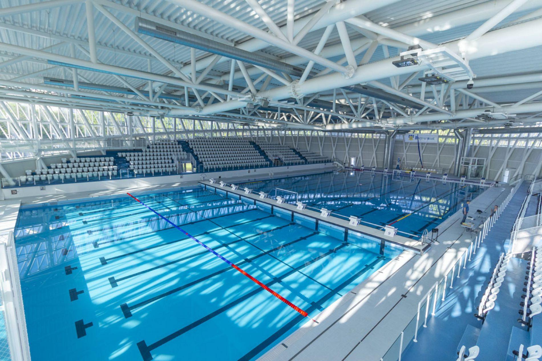 Отваря нов закрит басейн в Бургас