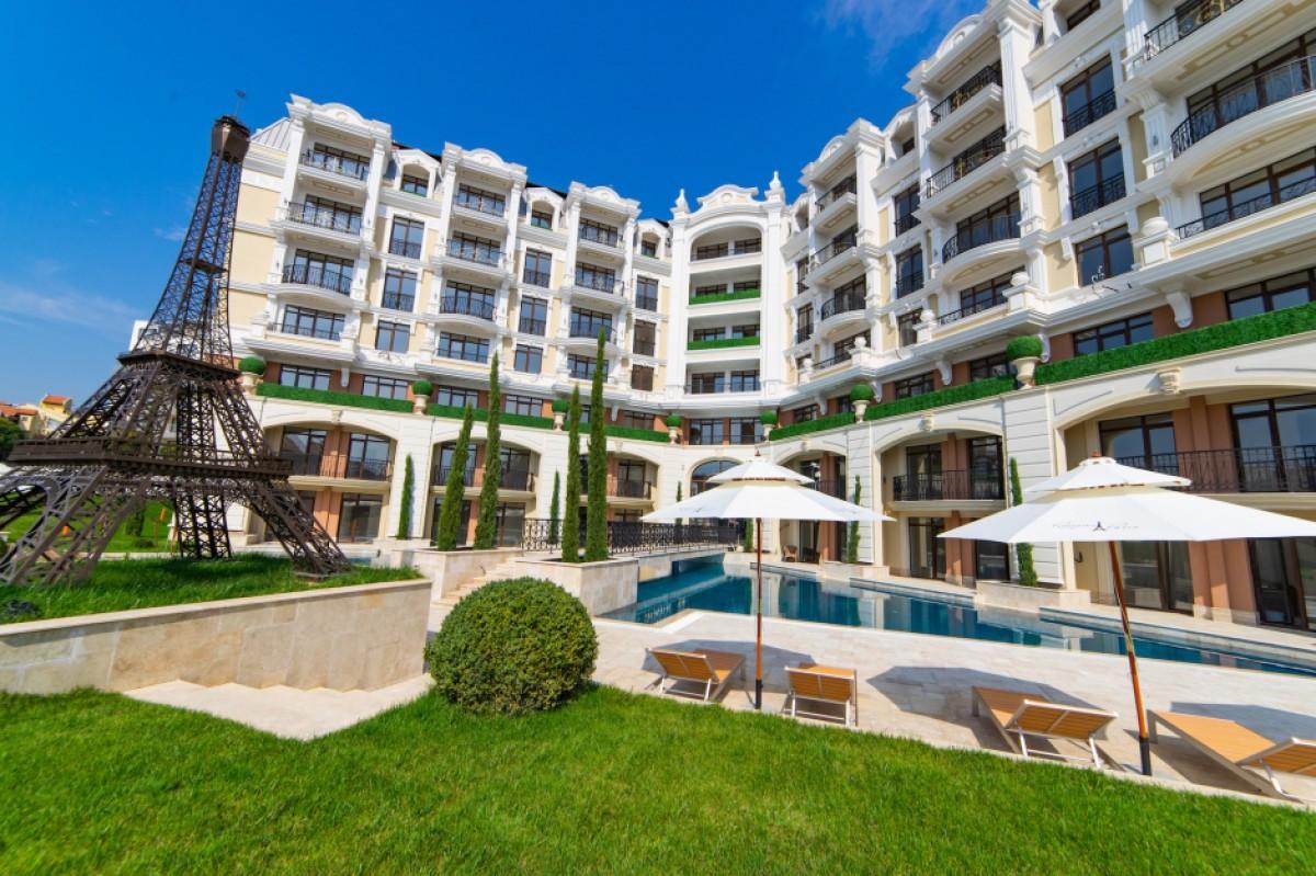 Апартаменти в България на морето в Свети Влас в комплекс Romance Paris