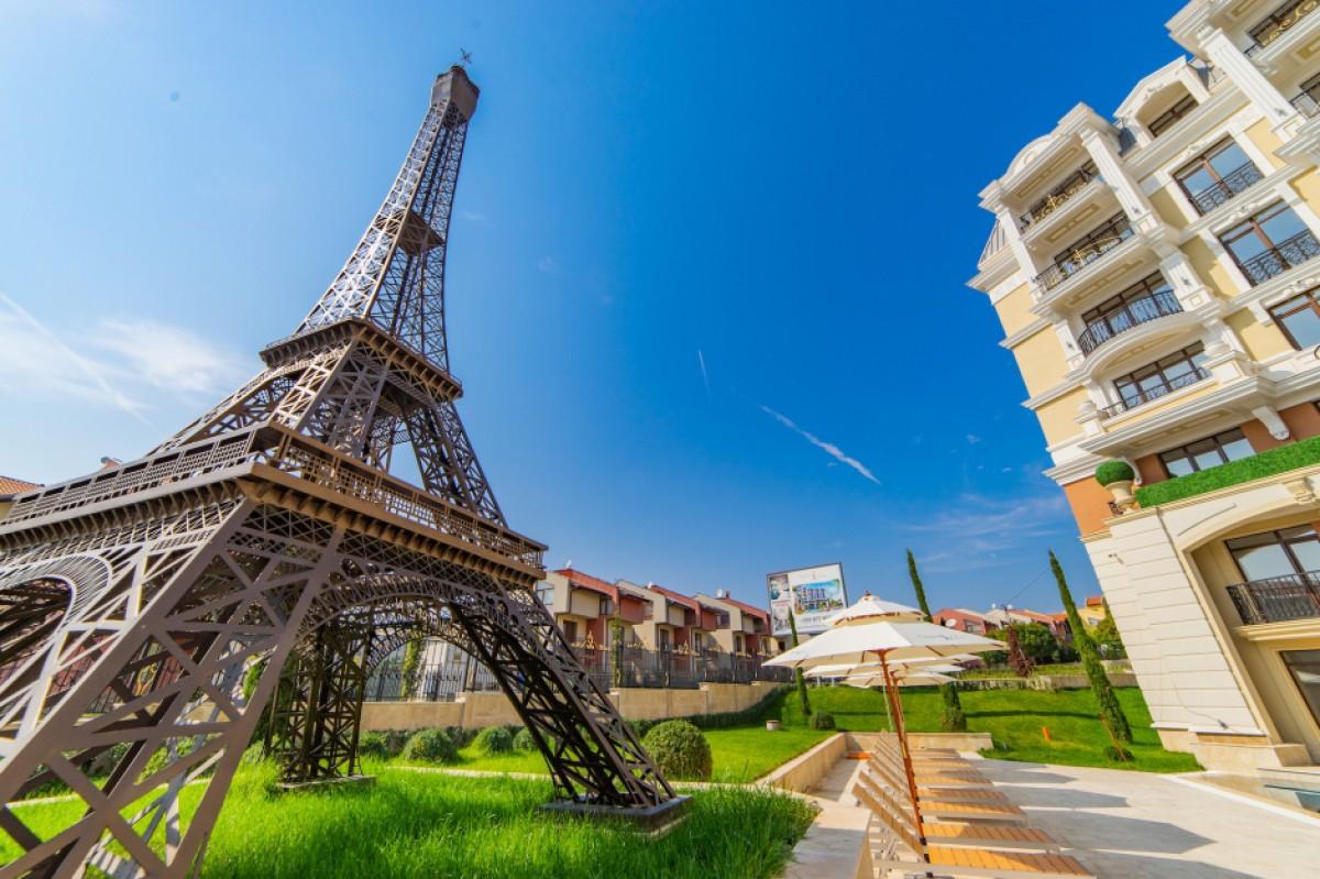 Айфелова кула в комплекс Romance Paris в Свети Влас